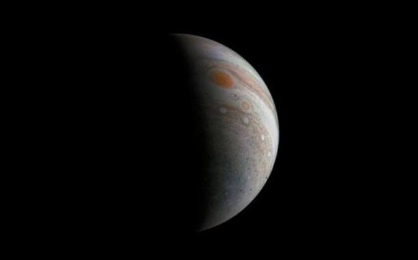 ناسا ئالەم ئۇچقۇرى «Juno» يۇپىتېرنىڭ قىزىل دېغىنى يېڭى رەسىمگە ئالدى